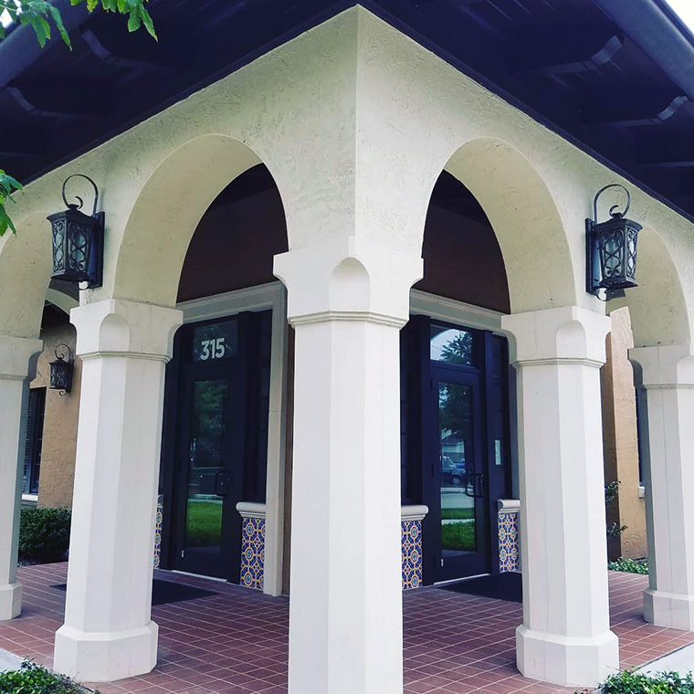 Columns in architectural foam or precast concrete